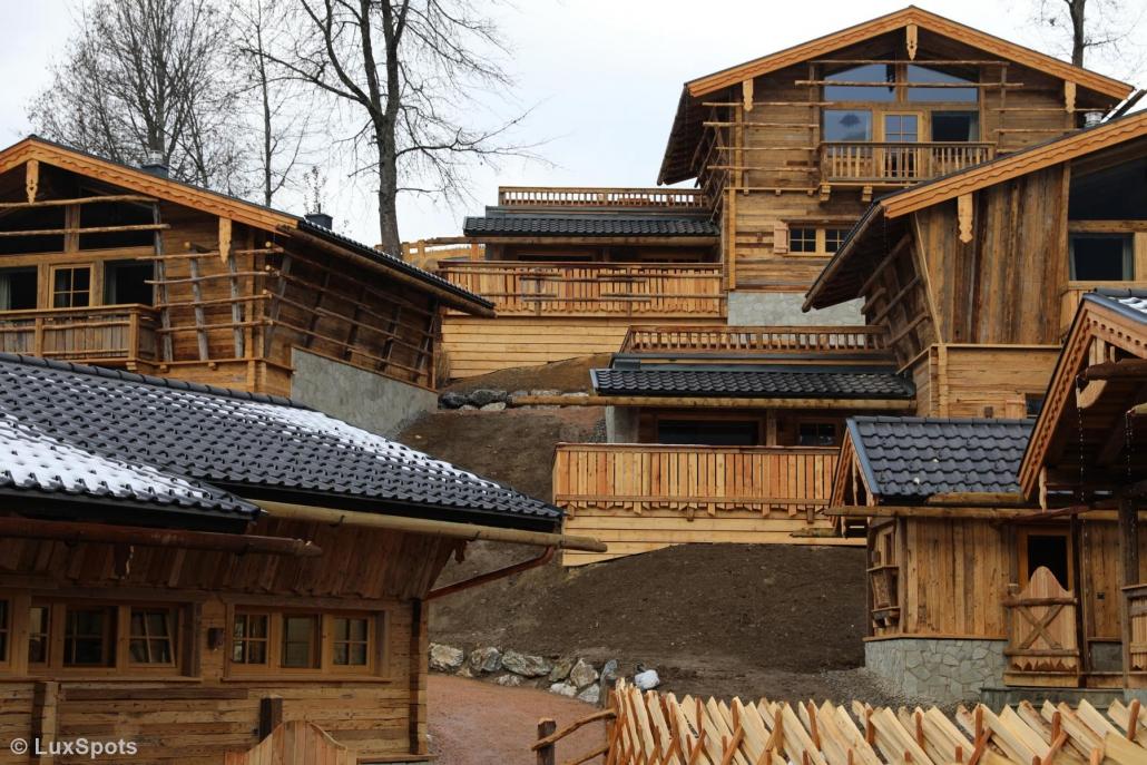 Chaletdorf Prechtlgut in Wagrain, Österreich liegt an einem Hang