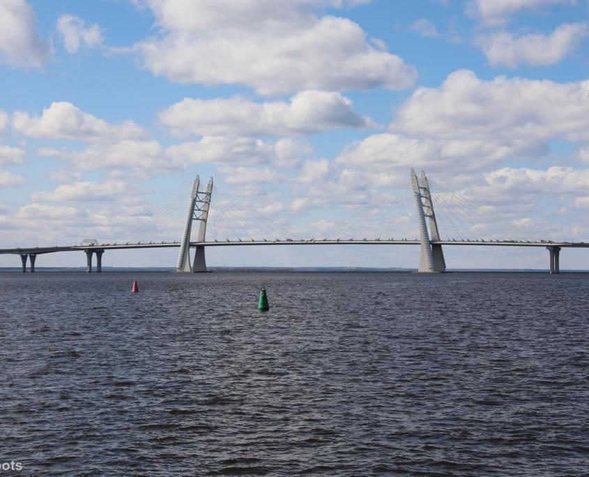 Brücke über den Fluss Newa