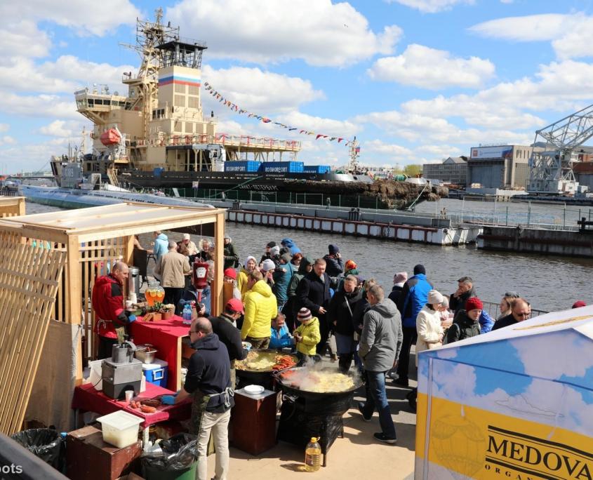 Marktstände beim Eisbrecher-Festival