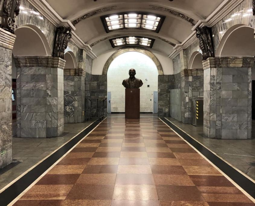 Lenin-Denkmal in Metro-Station von Sankt Petersburg