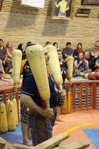 Körperliche Ertüchtigung im traditionellen Zurkhane (Fitness- bzw. Kraftraum). Die UNESCO hat die iranischen Zurkhane-Rituale 2010 zum immateriellen Kulturerbe erklärt