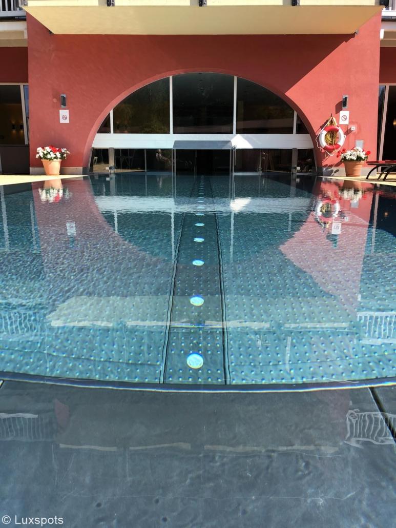 Blick auf den Pool des Hotel Eden in Seefeld