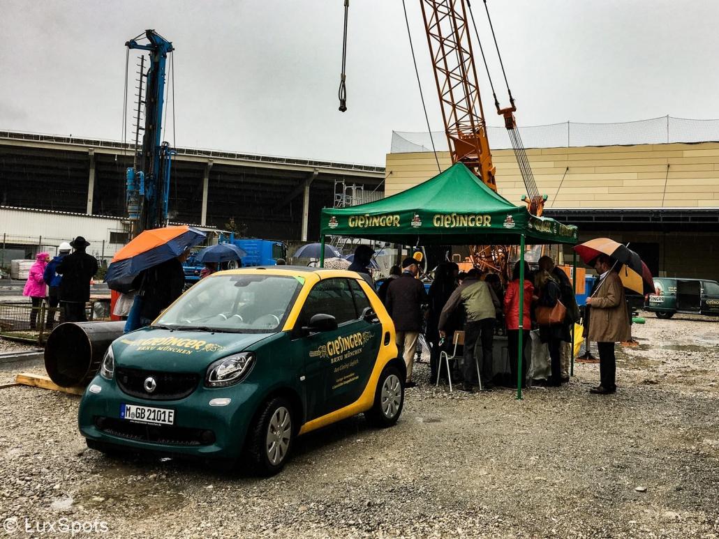 Pressekonferenz im Freien auf der Baustelle des Giesinger Bräu in München